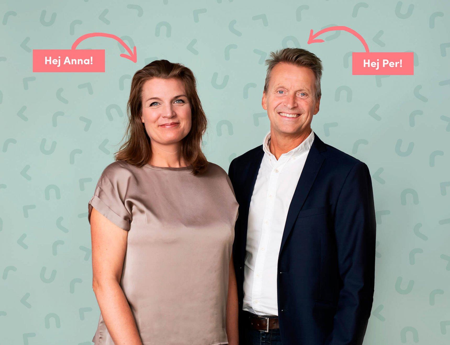 Anna Art Director och Per strateg/copy ler in i kameran. Bakgrunden är grön med mkmedias logga på.